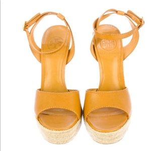 Tory Burch caramel leather sandals size 6